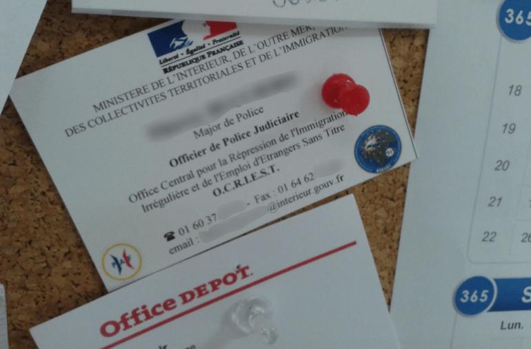 Un policier de l'Ocriest a laissé sa carte de visite pour être rappelé en cas de ventes à des «personnes d'origine afghane».