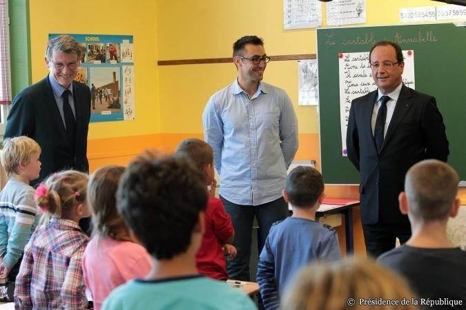 Un classique présidentiel: le déplacement dans une école pour la rentrée des classes. Ici, à Denain.