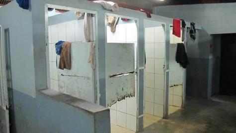 À l'intérieur du centre de rétention administrative de Pamandzi