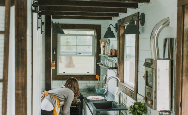 Stop Everything It S The Tiniest Coziest Home On Wheels