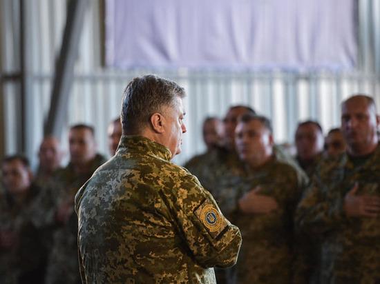 Эксперт считает, что Порошенко готовится к войне с Россией