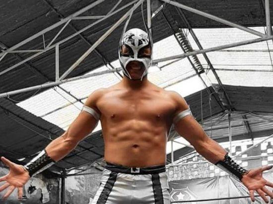 Рестлер умер прямо на ринге после удара в грудь: шокирующие кадры боя