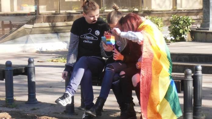 ПРВА МИЛОВА ОДЛУКА: Хомосексуалци могу да усвајају децу 1