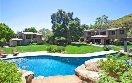 0518britney1 G.I. Joe Director selling Former Britney Spears House (PHOTOS)