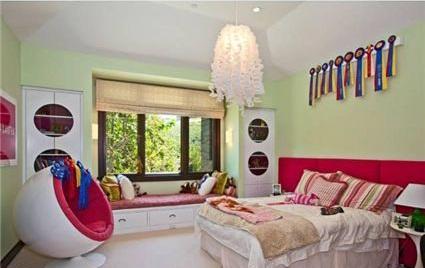 0518britney12 G.I. Joe Director selling Former Britney Spears House (PHOTOS)
