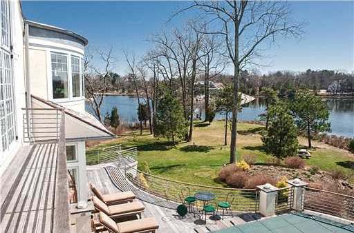 0620darien11 Live Like a Swell in this Connecticut Waterfront Estate (PHOTOS)