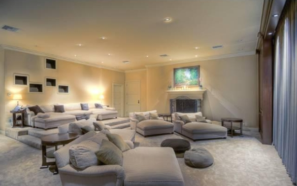 0909oakpass19 Mark Wahlberg Re Lists Beverly Hills Home (PHOTOS)