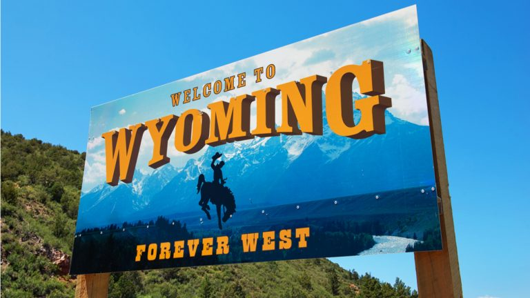 'We Want You,' Pro-Bitcoin Senator Cynthia Lummis Invites Crypto Miners to Wyoming