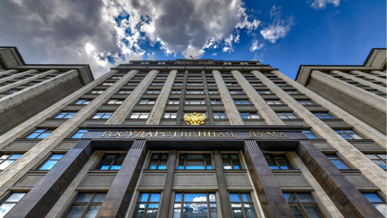 La criptominería debería registrarse y gravarse en Rusia, dice el presidente del comité de mercados financieros