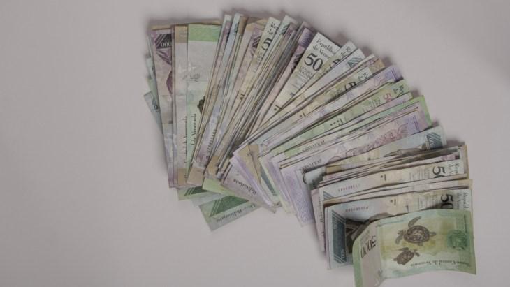 Venezuela corta seis zeros de sua moeda, Bolívar continua perdendo terreno contra o dólar