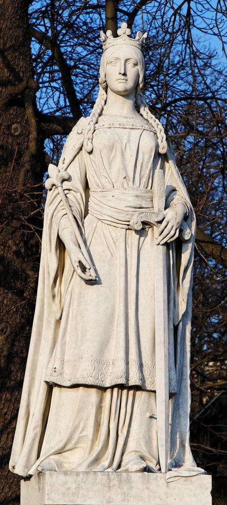 statue of matilda of flanders