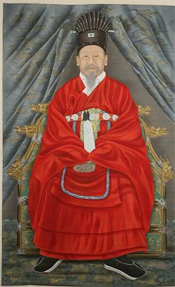 Portrait of Emperor Gojong, Yi Haeung wearing Tongcheonggwan and Gangsapo. Portrait painted by Yi Hancheol and Yu Sook.
