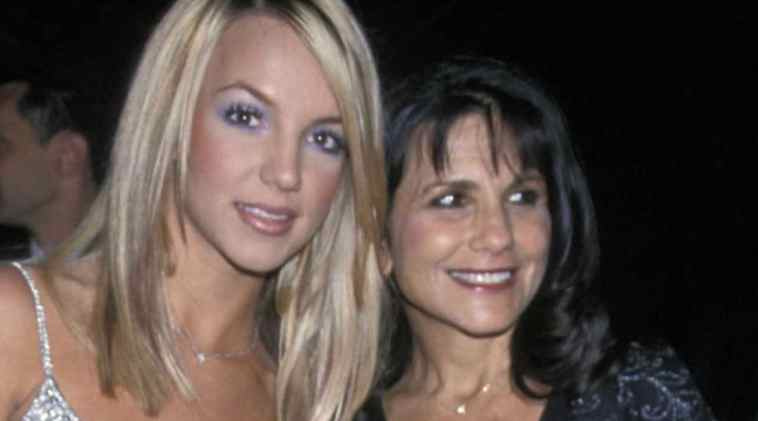"""Britney Spears, sua madre balla Toxic in un locale gay e parla alla figlia: """"Torna a cantare piccola"""""""