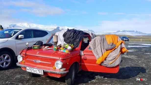 Поскольку в Исландии дорого снимать жильё, то все три недели мужчины жили в машине