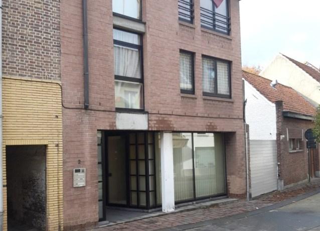 Man zwaargewond na val uit raam tweede verdieping appartementsgebouw in Maldegem