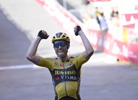 Que triunfo: Wout van Aert vence a edição sufocante do Strade Bianche após uma poderosa demarrage