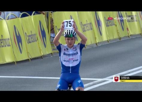 Apesar do acidente: Remco Evenepoel faz demonstração no Tour da Polônia e vence após um solo de 50 quilômetros