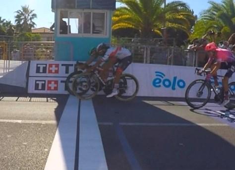 """Ackermann vence etapa inaugural Tirreno-Adriatico, Tim Merlier trava: """"Não tenho ideia de como isso aconteceu"""""""