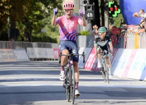 Dobro para Michael Woods em Tirreno-Adriatico: vitória da etapa e camisa do líder após emocionante duelo com Majka