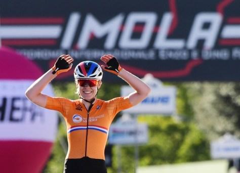 Duas tacadas Van der Breggen: os holandeses agora também conquistam o título mundial na estrada depois de um solo impressionante