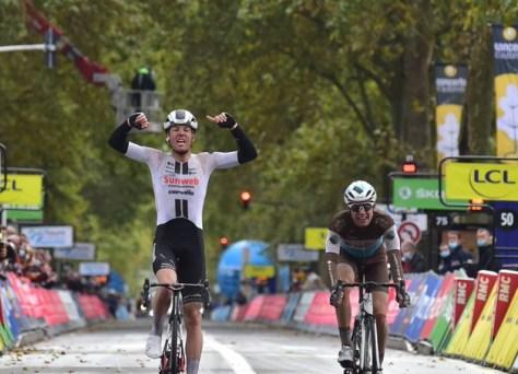 O dinamarquês Casper Pedersen vence o Paris-Tours muito difícil e nervoso