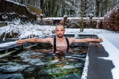 """'Urso polar' Victor Campenaerts pula em seu lago todos os dias, mesmo quando a temperatura está congelante: """"Ele não vai te matar, você sabe"""""""