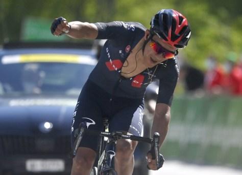 Van der Poel distribui a camisa de líder durante a luta, vencedor da etapa de Carapaz e novo líder na Suíça
