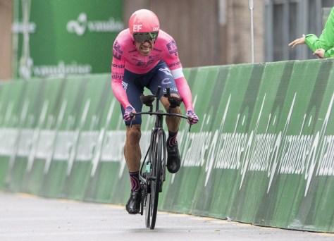 Impressionante Rigoberto Uran é o surpreendente vencedor do contra-relógio no Tour da Suíça, Richard Carapaz continua líder