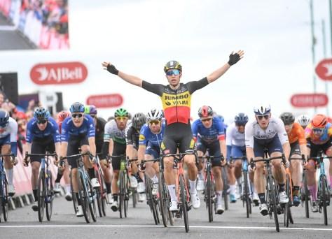 Imparável!  Fantástico Wout van Aert vence a fase final e também se torna o vencedor geral Tour of Britain
