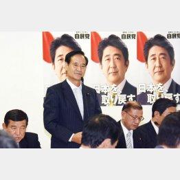 当時の自民党TPP対策委員会での西川公也委員長(C)日刊ゲンダイ