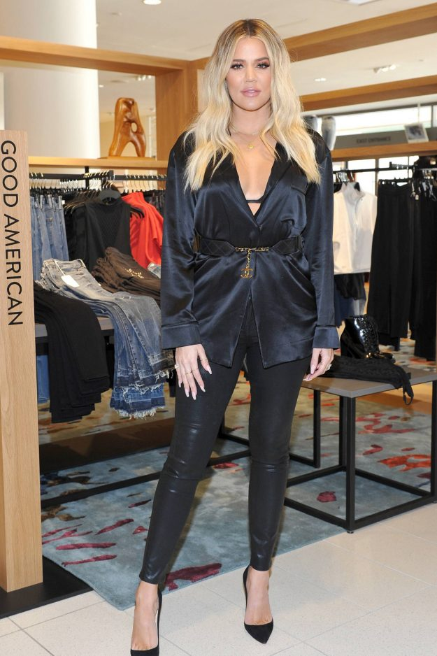 'Pregnant' Khloe Kardashian dressed in black outfit
