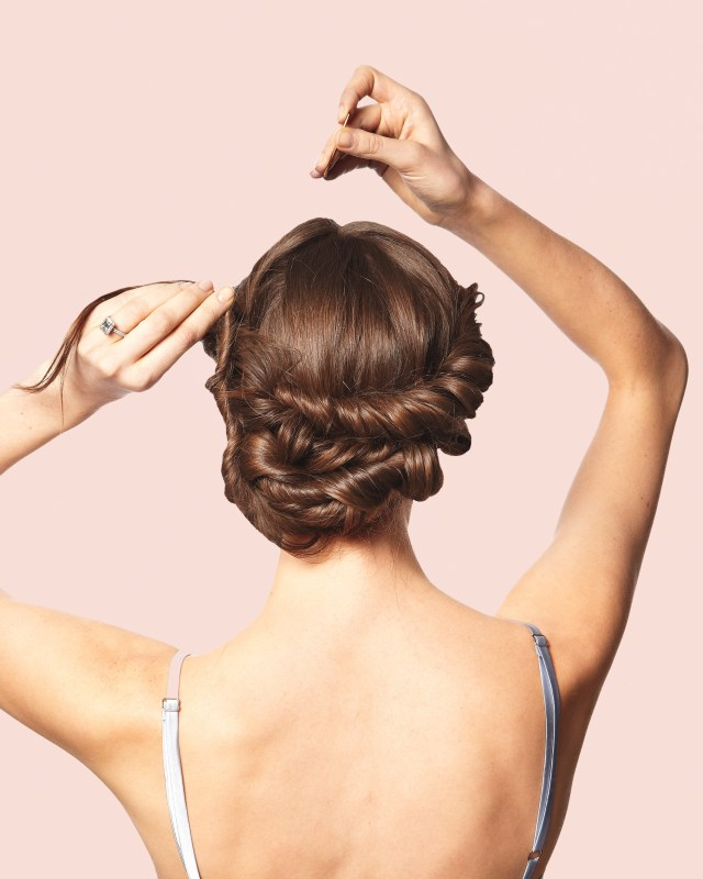 10 tips to hiring a wedding hairstylist | martha stewart