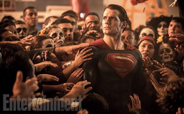 Batman v Superman trailer: Dawn of Justice teaser debuts at Comic Con    EW.com