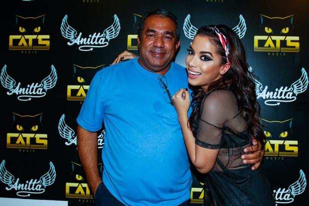 Anitta com o pai, Mauro Machado (Foto: Divulgação)