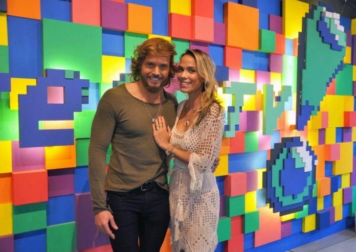 Apresentadores do Tricotando na RedeTV! (Foto: Divulgação/RedeTV!)