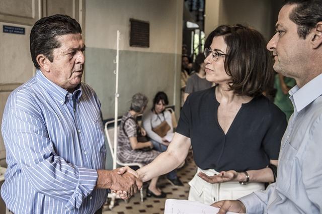 Samuel (Stepan Nercessian), Renata (Fernanda Torres) e Roberto (Marcelo Serrado) em Sob Pressão (Foto: Globo/Mauricio Fidalgo)