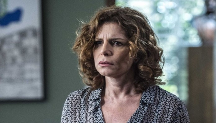 Debora Bloch perde a paciência com eleitora de Jair Bolsonaro (Foto: Reprodução)