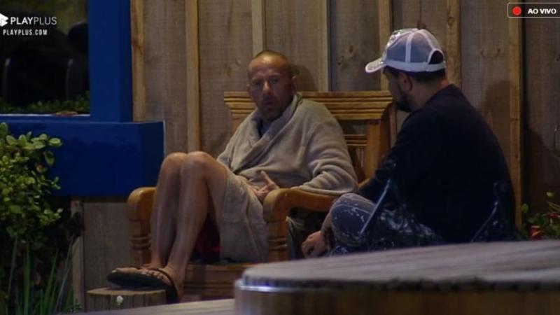 Rafael Ilha e Evandro Santo falaram de Catia Paganote (Foto: Reprodução/PlayPlus)