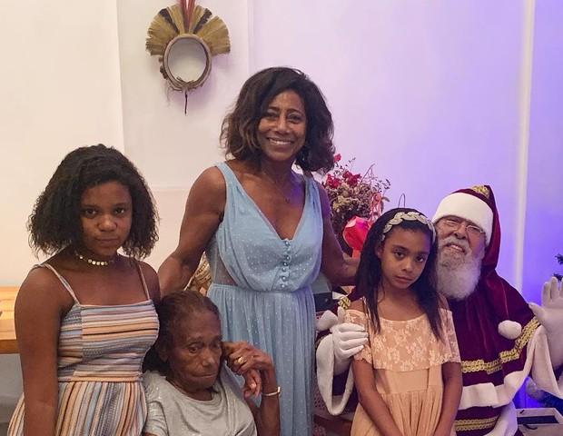 Gloria Maria com a família (Foto: Reprodução)