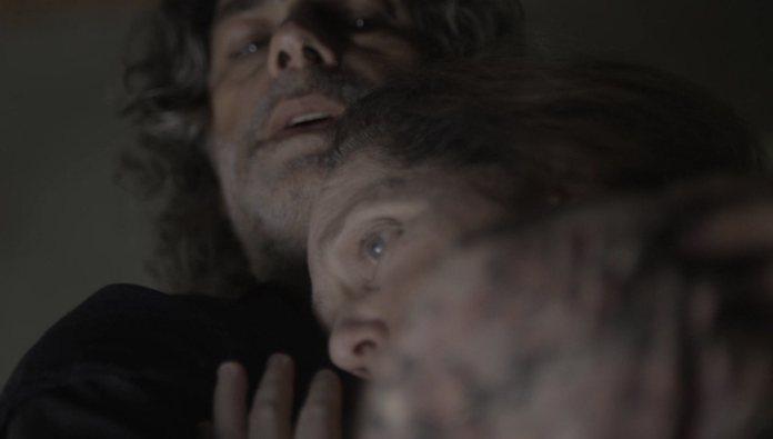 León salvou Judith no capítulo de O Sétimo Guardião (Foto: Reprodução/Globo)