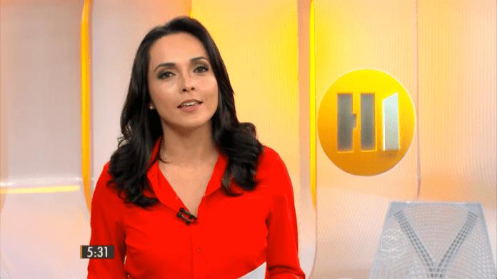 A jornalista Izabella Camargo no telejornal Hora Um (Foto: Reprodução/Globo)