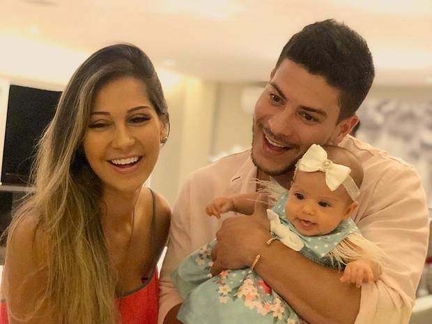Mayra Cardi, Arthur Aguiar e sua filha Sophia (Foto: Reprodução/Instagram)