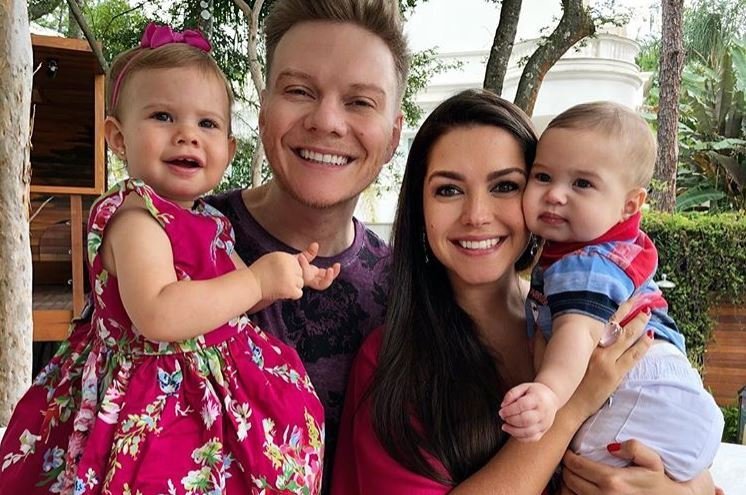 Michel Teló,Thais Fersoza e os dois filhos (Foto: Reprodução/Instagram)