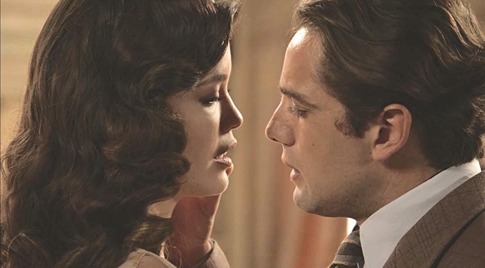 Danilo e Julia em Espelho da Vida (Foto: Reprodução)