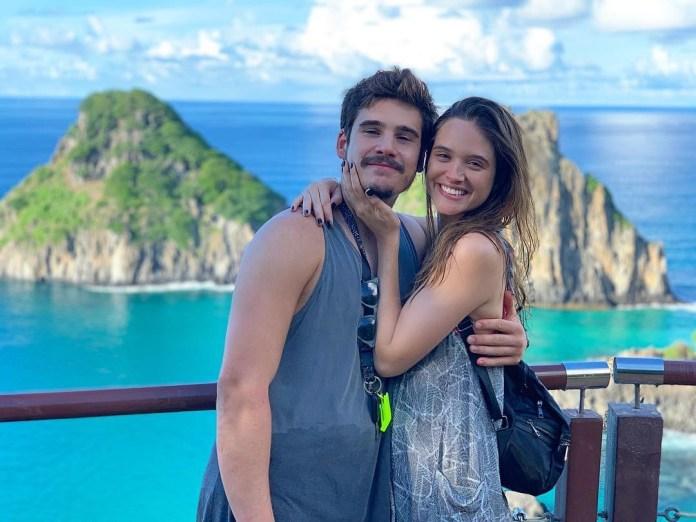 Nicolas Prattes e Juliana Paiva