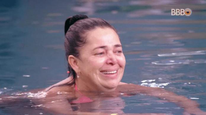 Tereza chorou com saudades de casa (Foto:  Reprodução/GloboPlay)