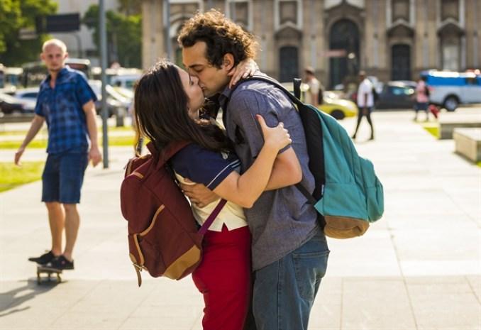 Rita (Tatá Werneck) e Enzo (Eduardo Sterblitch) em Shippados, nova série da Globo (Foto: Globo/Paulo Belote)