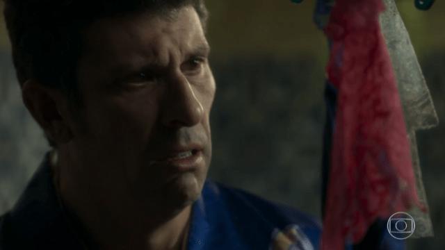 Machado (Milhem Cortaz) em cena de O Sétimo Guardião (Foto: Reprodução/Globo)