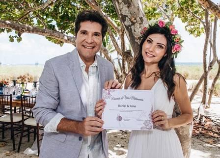 Daniel e sua esposa Aline Prado renovando os votos de casamento (Foto: Reprodução)