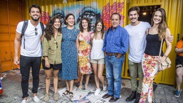 Rodrigo Simas, Alanis Guillen, Lilia Cabral, Giulia Bertolli, Tony Ramos, Nicolas Prattes e Juliana Paiva (Foto: João Cotta/ Globo/ Divulgação)